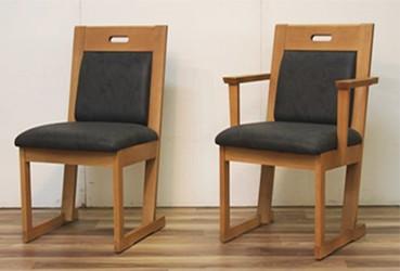 肘無し、肘付きの椅子